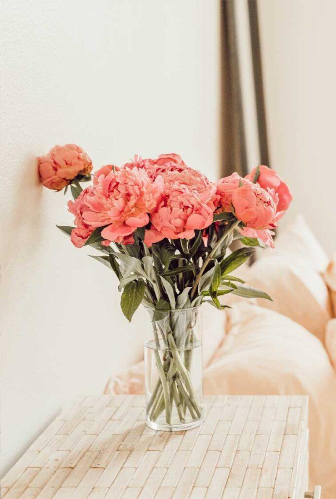 Jane Thompson Interior Design - Bedroom Flowers